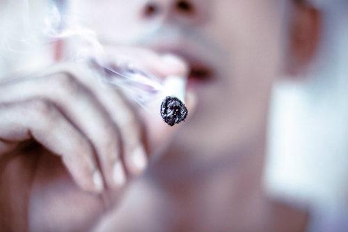 Rauchen Von Cannabis Mit Tabak Dutch Headshop